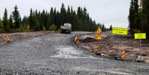 Ferdigstillelsesdato for 5,5 kilometer ny Fylkesveg 247 fra Hasvollsæter mot Hov er utsatt til 19. oktober.