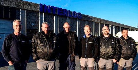 NETTBUTIKKLAGER: Seks mann fra det tidligere sentrallageret har fått igjen fast arbeid på nettbutikklageret i Hov. F.v. Jarle Fjeldberg, Morten Sebakk, Gunnar Skjellerud, Ørnulf Myrbakk, Stian Engelund og Ib Nielsen.