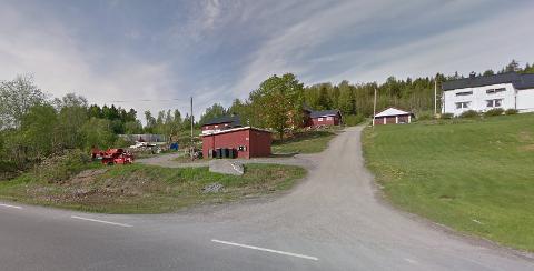 BYGGET UT: grisehuset og gjødselskummen ble bygget ut i 2010. Nå klager naboer på luktplager.