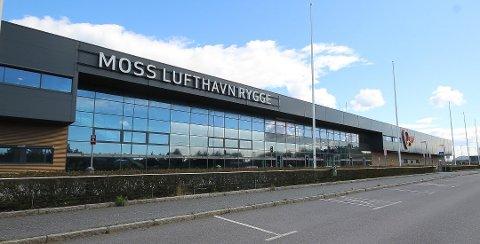 DØDT: Det eneste som skjer på Moss Lufthavn Rygge om dagen, er vårrengjøring.