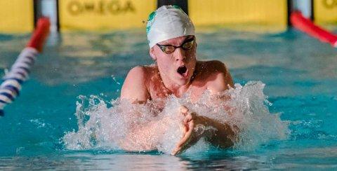 ÅPNES: I vinterferien kan du legge på svøm i svømmehallen igjen. Her er Torkil Eldegard Heie i aksjon i bassenget.
