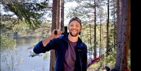 SKADER TREET: Friluftsorganisasjonene har en tydelig beskjed til de som lager hakk i trestammen for å feste stroppene til hengekøya.