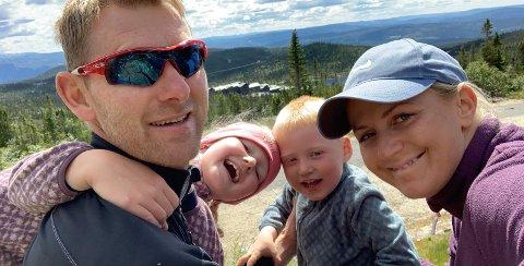 SYND: Foreldreparet Gabriel Rasch og Merethe Strand Halvorsen mister sønnen Christians (3) barnehage når den avvikles neste år.