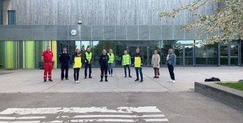 SAMARBEID: Denne gjengen trenger flere til å bidra i Natteravnene i Færder kommune. Fra Venstre: Arne Berge (Tjøme & Hvasser Røde kors), Egill Elvestad (Tjøme & Hvasser Redningsbåt), Kirsti Brosø Bergh (Natteravn Nøtterøy), Lars Vidar Eik (Natteravn Tjøme), Katrine Henriksen (Politiet), Monica Petterson (Natteravn Nøtterøy), Christina Rasmussen (Natteravn Tjøme), Line Holtan (Natteravn Nøtterøy), Nina Wiik (Steinerskolen) og Kristin Wolles Stensholt (Færder kommune).