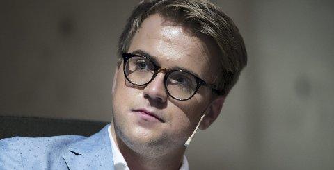 FLYTTER: Da Mathias Fischer (25) ble ny kommentator og debattansvarlig i TV 2 i mai, mente han det var en styrke at han satt i Bergen. Nå flytter han sammen med samboeren til Oslo.Foto: NTB/scanpix
