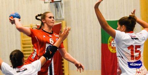 GOD BEGGE VEIER:  Thale R. Deila har tildigere vist at hun er en god angrepsspiller. I Sverige i helgen fik hun også mye skryt for sitt forsvarsspill.