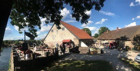 God mulighet til å kose seg med gratis festivalmusikk i Gamlebyen denne helgen, her fra området Grunnmurede og Café Magenta. – Slik må det være. For store områder er sperret av, mener Ann-Brit Jensen.
