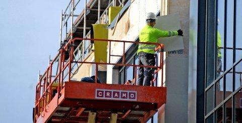 Ledigheten i Østfold har gått mest ned blant dem med yrkesbakgrunn fra industriarbeid og bygg og anlegg, viser de ferske tallene fra NAV Østfold.