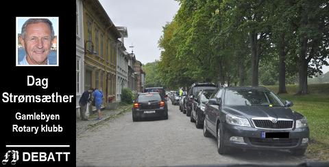 – Der sentrum har parkeringshus i utkanten for å fange opp bilene står det fortsatt tett med biler gatelangs i Gamlebyen. For hvor skal bilene parkere?