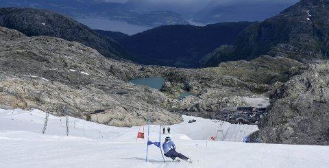 Gode Forhold: En rekke skilag er for tiden på Folgefonna, deriblant verdenscuplagene i alpint. Alle foto: Privat