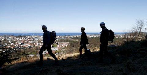 POPULÆRT: Enda flere tok turen fra nord til sør over Haugesunds syv topper i år enn i fjor. Det er gledelig for arrangøren Haugesund Turistforening. (Arkivfoto: Alf-Robert Sommerbakk)