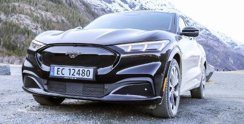 KRAFTIG: Ford Mustang Mach-E byr på stor rekkevidde, god plass, smarte løsninger og følelsen av å sitte godt på veien uansett forhold. Foto: Lise Jeanette nilsen