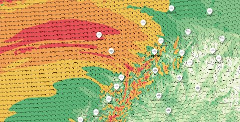 KRAFTIG VIND: Jo mørkere farge, jo kraftigere vind. Dette vil merkes godt i Vest-Finnmark.
