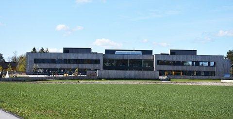 Skolestrukturen i nordre del av Aurskog-Høland skal vurderes og diskuteres grundig i løpet av høsten. Et av forslagene er å samle alle ungdomsskoleelevene på en skole. Illustrasjonsfoto: Trym Helbostad