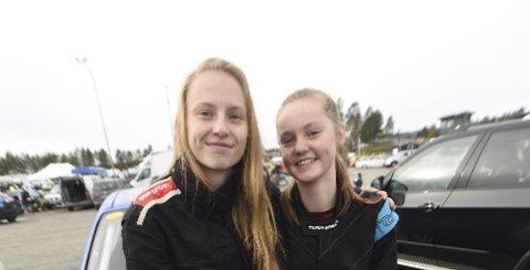 BILCROSSJENTER: Kusine Elise Brekke (t.v.) og Marthe Brekke kjørte mot hverandre i bilcrossløpet på Basserudåsen lørdag.
