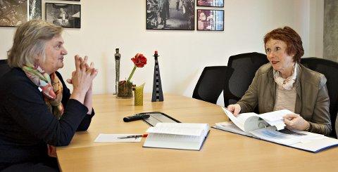 Rådmann Wenche Grinderud (t.v.) og ordfører Kari Anne Sand sitter i krisestaben til Kongsberg kommune. Møtene til staben fortsetter trolig ukentlig ut juni.