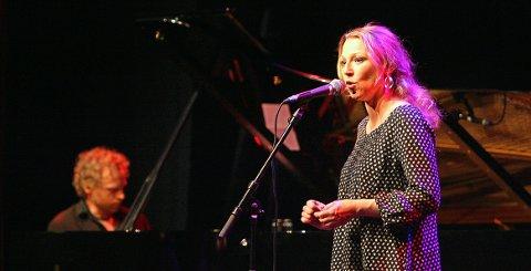 «TIDEVANN»: Heidi Gjermundsen Broch og Terje Norum fra en tidligere konsert på Parkteatret.