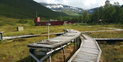 ELVA SJEKKES: Det skal undersøkes  om det har kommet giftige tungmetaller fra skytebanen i Tromsdalen og ut i Tromsdalselva