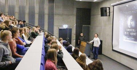 POPULÆRE: Mange vil gå på Ski videregående skole. Her fra et besøk i auditoriet fra Svein Tveitdal og Sigbjørn Mostue i høst.