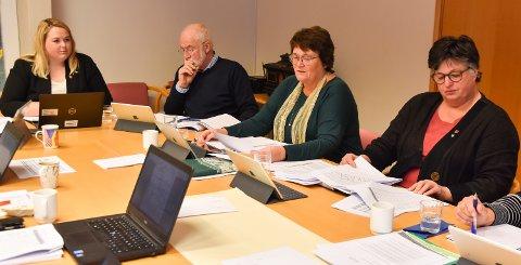 MÅ KUTTE: - Dette er tiltak vi ikke gjør med lett hjerte, sier ordfører Marte Larsen Tønseth, her med Christen Engeloug, Else Bjørke og Ingrid Lekve i Løten formannskap.