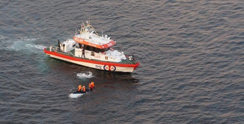 I september 2016 hadde fire tyske fisketurister hellet med seg da båten deres kantret. De klamret seg fast til skroget i flere timer før de ble funnet av redningsskøyta «Horn Flyer».