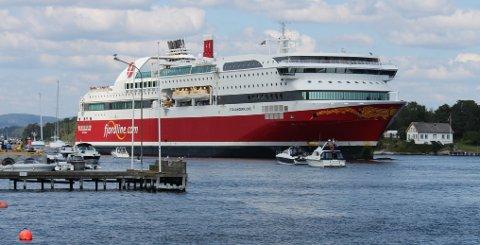 NY SEILAS: Lørdag 1. mai vil Fjord Line med «Bergensfjord» og «Stavangerfjord» bli synlige i sundet i Langesund igjen. Ruteseilasen gjenopptas, men aller mest vil det være cargotransport med trailere med handelsvarer mellom de to landene. Persontrafikken er restriktiv.