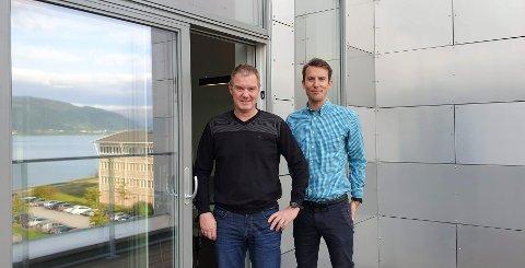 Ståle Indregård (t.v.) gir seg som daglig leder i Helgeland Invest - investeringsanalytiker Håkon Stanghelle tar over.
