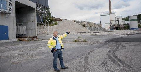 Her kan den nye fabrikken komme. Ole Petter Løbben forteller at lokalene til venstre, det gamle TMP3-anlegget, ble bygget så sent som i 2007.