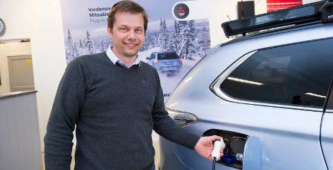 Torgrim Klokkervold er ansatt som ny salgssjef på Toyota i Hønefoss. Til sommeren tar han også over som administrerende direktør.