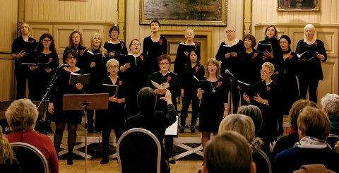Julesang: Disse kvinnene vil gi deg god julemusikk på fredag ved Byparken.