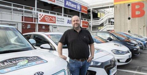 """David Andersen, journalist i Bilogmotorbloggen, samt norsk jurymedlen i Autobest, er den norske representanten for """"Real Range Test""""."""
