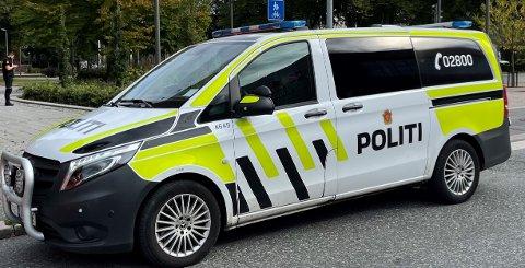 Politiet leter fortsatt aktivt etter en fjerde person som skal ha vært med under personranet i Porsgrunn sentrum natt til lørdag.