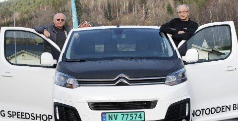 BRØDRE: Tom og Bent Karlskås har drevet Notodden Bil og Speedshop i 50 år. Citroën har vært viktig for suksessen.