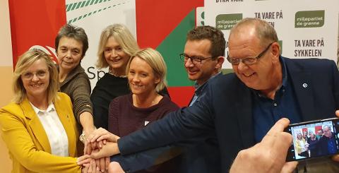 Sekserbanden: Pål Farstad (V), Carl I. Johansen (MDG), Yvonne Wold (SV), Randi Walderhaug Frisvoll (KrF), Kristin Sørheim (Sp) og Tove-Lise Torve (Ap). Foto: Pressemelding fra Tove-Lise Torve