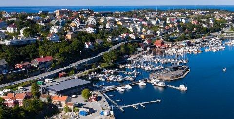 Kranaveien går langs Vågen i Kristiansund. Bildet ble tatt i august 2020.
