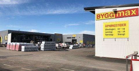 PLASS TIL FLERE BYGG: Byggmax har fått sine egne bygg ved siden av det gamle Tuben-bygget på Sem. Men Alfa Eiendom har plass til flere bygg for storhandel.