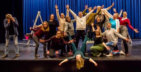 Hele ensemblet bak musikalen Haunted kan ses på scenen i Ås kinoteater lørdag 15. desember.