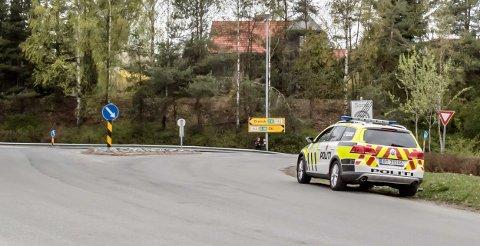 Politikontroll i Ås sentrum torsdag ettermiddag.