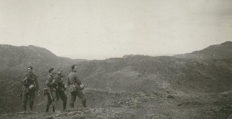 PATRULJE: Tyske soldatar på oppklaringspatrulje i retning Manger.