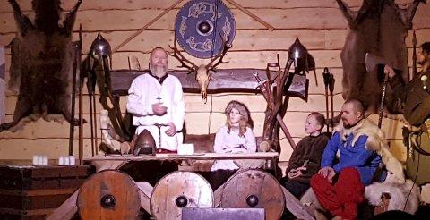 Slik gjer vi det her: Håkon den gode prøver å overtyde Sigurd Jarl om å innføre kristen julefeiring slik dei har i England.alle foto: olav sollid