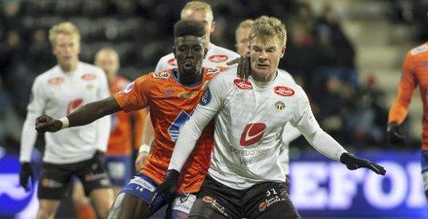 Ulrik Fredriksen (t.h.) har allerede som 19-åring 34 kamper i 1. divisjon og 16 i eliten for Sogndal. Fredag kveld starter han for Norges U20-landslag i VM-åpningen mot Uruguay.