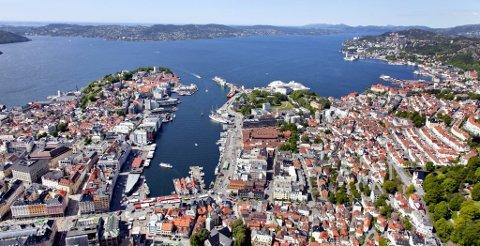 Bergen sentrum har fortsatt byens høyeste kvadratmeterpriser, mens boliger i Bergen vest nå blir solgt rekordraskt, viser ferske tall.