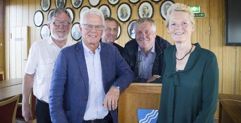 SKIFTE I MODUM: Sunni G. Aamodt (Sp, t.h.) gikk i allianse med Ole Johan Sandvand (KrF t.v.), Ole Martin Kristiansen (V), Jon Hovland (H) og Bjørn Erik Sørli (FrP) og har overtatt makten i Modum. Les hva Johan Kaggestad mener om det samarbeidet i denne kronikken.       Foto: Eirik Gullord