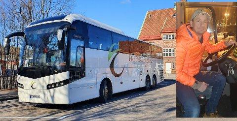 Tom Andre Haug bak rattet. Her står bussen i Tønsberg.