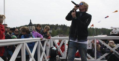 Sommerfugl i vinterland: Vinni sto på scenen før den nye redningsskøyta skulle døpes på Hankø. Alle foto: Hege Mølnvik