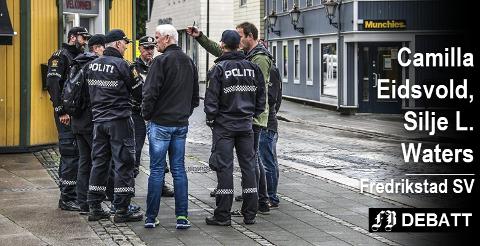 Politiet på rekognosering i Fredrikstad før en tillyst demonstrasjon fra Den nordiske motstandsbevegelsen i fjor sommer. SV understreker i innlegget sin støtte til at lovlige midler skal brukes for å hindre flere demonstrasjoner fra denne organisasjonen.