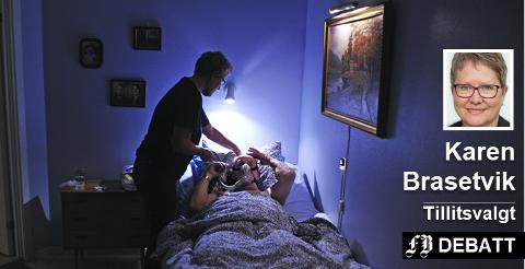 Fredrikstad leide inn sykepleiere fra vikarbyrå for 11 millioner kroner i 2011. Karen Brasetvik etterlyser tiltak for å få flere fast ansatte sykepleiere. Arkivbilde fra hjemmesykepleien i kommunen.