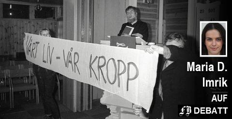 – Det er tid for kamp, skriver Maria D. Imrik. Bildet er hentet fra en tid med sterke fronter i abortkampen i Fredrikstad. Demonstranter overdøvet antiabortprest Børre Knudsen i Kjølstad kapell under nyttårsmessen i 1988.