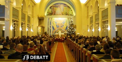 –  Jeg kan synes det er fint, men også noe unødvendig, skriver SimonLaabak om skolegudstjeneste. Bilde fra juleaftensgudstjeneste Glemmen kirke.