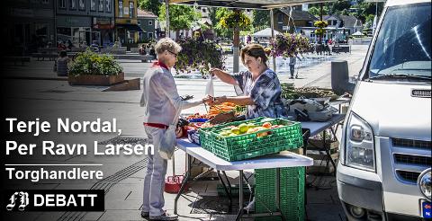 Utdøende virksomhet. Sommeren 2016 var det fortsatt noe omsetning av grønnsaker på Stortorvet i Fredrikstad. Nå melder Larsen gartneri at det er slutt for deres del. Arkivfoto: Geir A. Carlsson